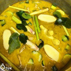 Plat poulet au curry vert coco et légumes